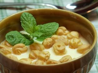 Groszek ptysiowy w zupie serowej