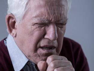 kaszel, zawał, ból, senior, serce, choroba, grypa, przeziębienie, dziadek/fot. Fotolia/Edipresse