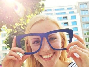 okulary, słońce, uśmiech, szczęście, radość, emocje, zęby/fot. Fotolia/Edipresse