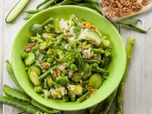 zielona sałatka, wiosenna sałatka, sałatka z cukinią, przepis na sałatkę, sałatki