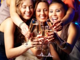 Drinkowanie po kobiecemu – czy panie mają mniejszą tolerancję na alkohol?