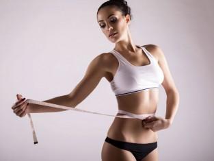 Błuszcz na płaski brzuch - 9 sposobów na tłuszcz