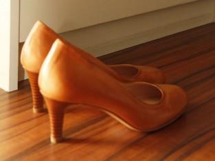 jak czyścić skórzane buty, jak wyczyścić buty skórzane, czyszczenie skórzanych butów