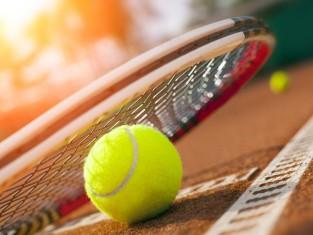 nietypowe zastosowania piłki tenisowej, do czego może się przydaćpiłeczka tenisowa
