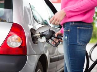 Paliwo coraz tańsze - ile zapłacisz za benzynę