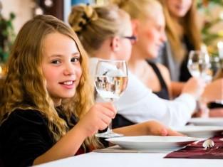 Jak stworzyć miły nastrój przy świątecznym stole?