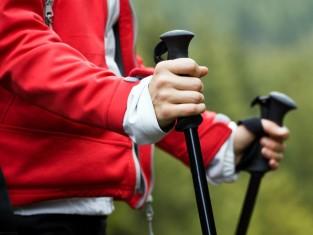 Co daje chodzenie z kijkami - 9 korzyści