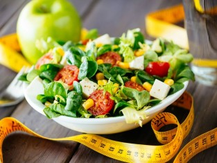 Dietetyczne sałatki - 8 propozycji na sylwestra i karnawał