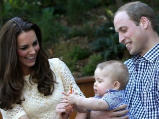 Kate i William z dzieckiem - Książę Jerzy