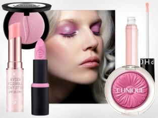 Modny makijaż rozświetlający różowy
