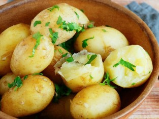 co zrobić z młodych ziemniaków, przepisy z młodych ziemniaków, dania z młodymi ziemniakami