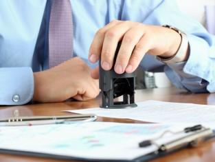 Co musi znaleźć się w umowie o pracę, aby była ważna?