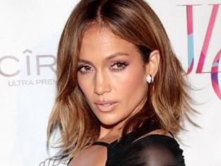 Jennifer Lopez w kreacji Bao Tranchi z okazji swoich 46 urodzin