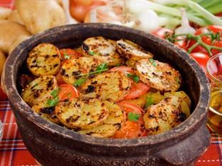 Ziemniaki pieczone w glinanym naczyniu