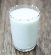 nietypowe zastosowania mleka, jak wyczyścić mlekiem