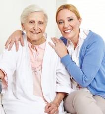 Opieka seniora w Polsce - kwalifikacje opienkunki