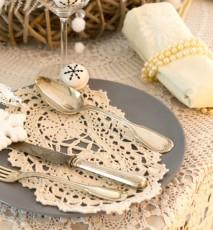 koronkowy wystrój wnętrz, wystrój stołu z koronką, dekoracja stołu na święta