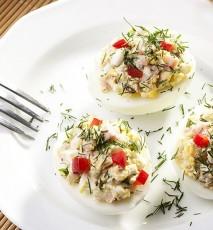 jajka faszerowane tuńczykiem przepis, przepis na jajka nadziewane rybą