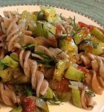 makaron z warzywami przepis, przepis na makaron z warzywami