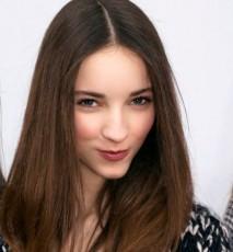 Dziewczyna z ładnymi włosami