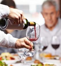 Jak dobierać wino do potraw
