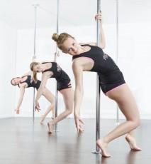 Trening pole dance - zalety tańca na rurze
