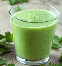 zielony smoothie przepis, smoothie ze szpinaku i awokado przepis, koktajl zielony na wiosnę