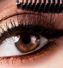 Makijaż hipoalergiczny wrażliwych oczu