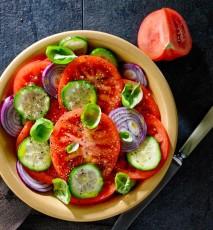 sałatka z pomidorów przepis, przepis na sałatkę z pomidorów, sałatka pomidorowa, sałatka z pomidorami