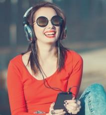 Słuchanie muzyki w pracy - zalety