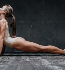 Kobieta ćwicząca joge