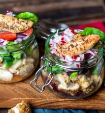 Sałatki warzywne na wynos w słoikach