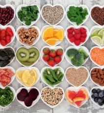 Warzywa, owoce, orzechy, zioła - produkty, które zawierają naturalne przeciwutleniacze inaczej antyoksydanty.