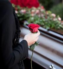 Zasiłek pogrzebowy - kto ma prawo do zasiłku po zmarłym