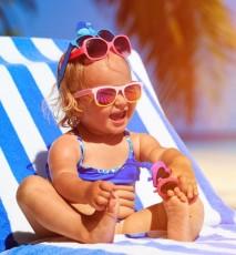Jak dbać o skórę niemowlaka latem