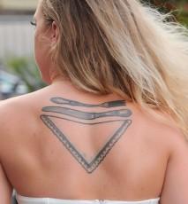 Lara Gessler na premeirze książki Magdy Gessler, tatuaż Lary Gessler