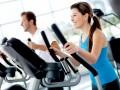 kobieta ćwiczy, regularne treningi