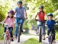 rodzina na wycieczce rowerowej