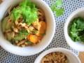 sałatka z makaronem ryżowym przepis, przepis na sałatkę z makaronu ryżowego, jak zrobić sałatkę z makaronem ryżowym