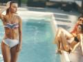 dziewczyna nad basenem