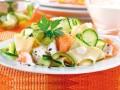 makaron z cukinią i łososiem, przepis na makaron z łososiem i cukinią, obiad z cukinii i i łososia