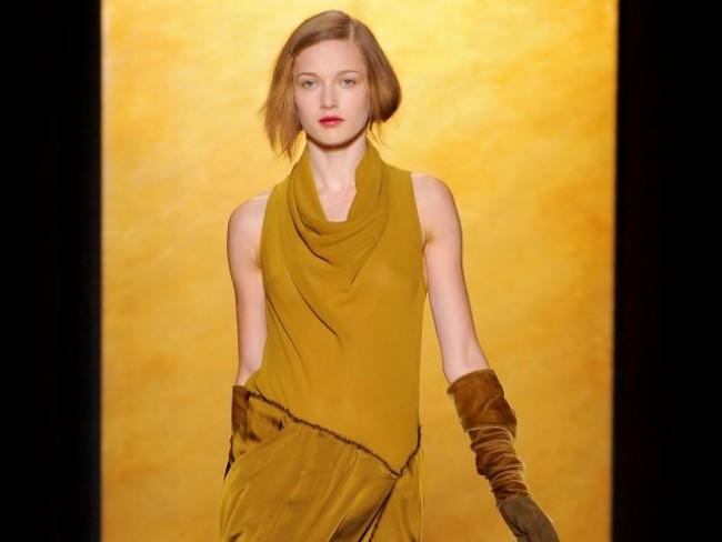 Ubrania nude na wiosnę i lato. Modny kolor w super modnym