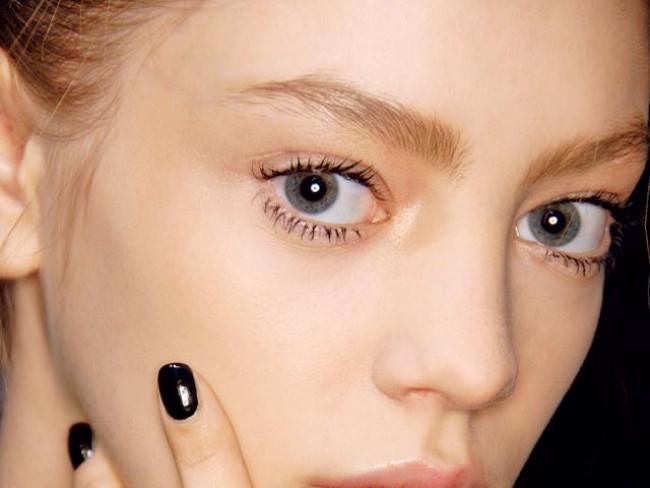kobieta, modelka, makijaż, fryzury, paznokcie