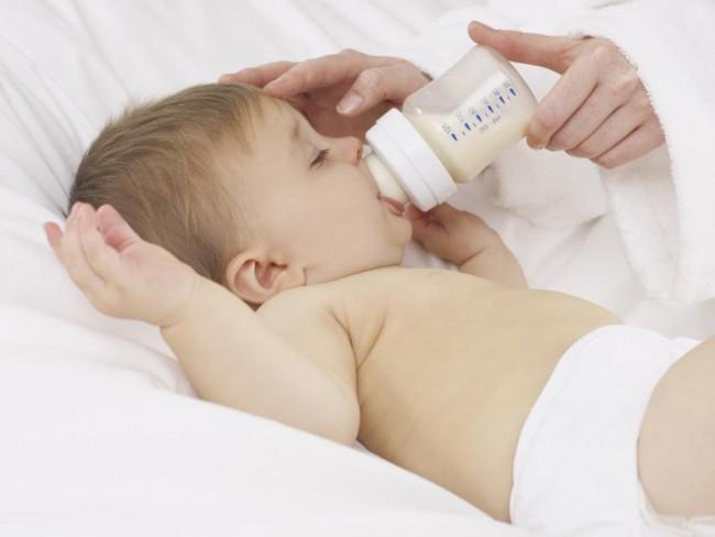 dziecko, niemowlę, karmienie