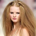 Trendy fryzury 2012: Zabawy karbownicą