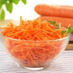 3 przepisy na proste i zdrowe surówki z marchewki