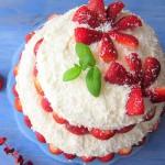 Truskawkowy tort marzenie - Kasia gotuje z Polki.pl [video]