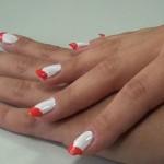 Czerwone serduszka - słodki manicure