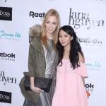 Blogerki i gwiazdy na pokazie kolekcji ubrań egzotycznej projektantki
