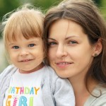 Kiedy przysługuje dodatek do zasiłku rodzinnego dla samotnej matki?